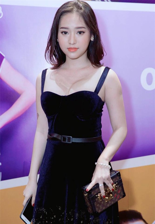 """""""giat minh"""" vi thuy vi tang can, tung anh khoe vong day 1 lap lo hinh anh 3"""