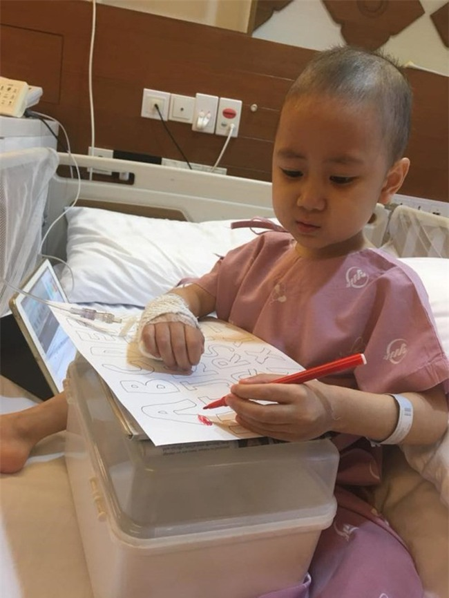 Hành trình tìm lại bầu trời tuổi thơ của em bé 4 tuổi Quang Minh và cuộc chiến với bệnh ung thư máu khiến nhiều người bật khóc - Ảnh 4.