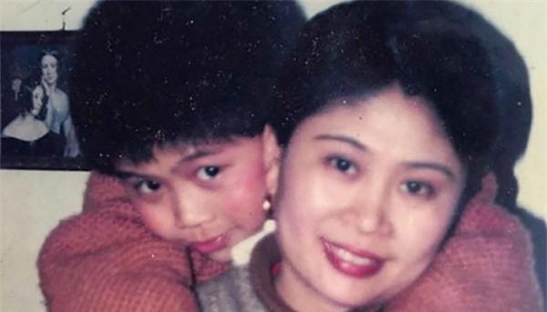 Người mẹ hiến giác mạc để đôi mắt có thể lưu lại trần gian tìm kiếm con trai mất tích 22 năm - Ảnh 2.