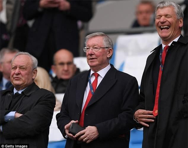 Sir Alex Ferguson kiếm tiền cực siêu dù đã nghỉ hưu - Ảnh 1.