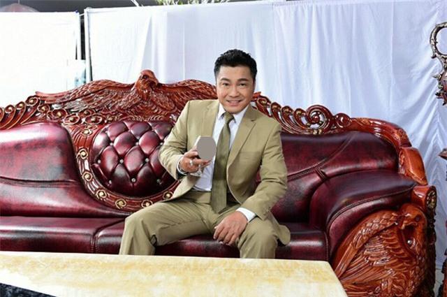 Trước khi chuyển sang căn hộ này, Lý Hùng sống tại một căn nhà cao tầng tại Quận 10.