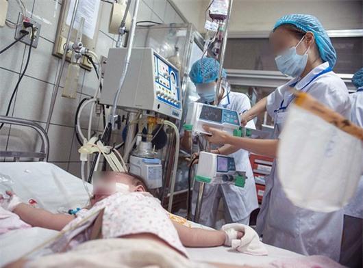 Thực hư vụ bé gái 5 tuổi phải nhập viện Bạch Mai khẩn cấp nghi do ngộ độc trà sữa - Ảnh 2.