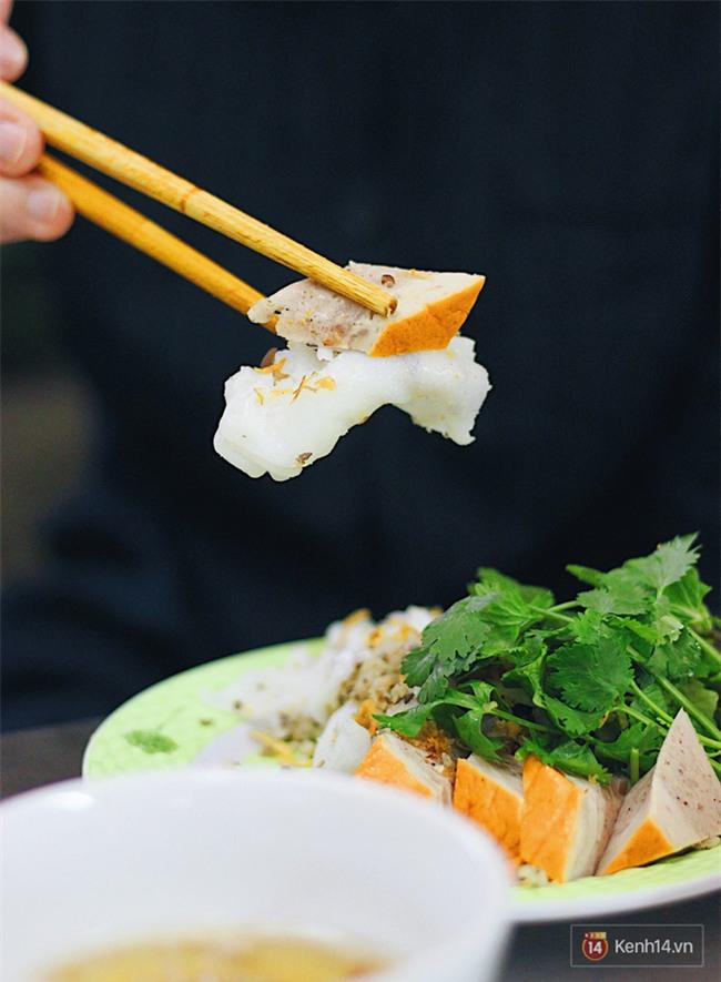 Hàng bánh cuốn lâu năm ở Hà Nội có món nước chấm đặc biệt không hề dùng mắm - Ảnh 11.