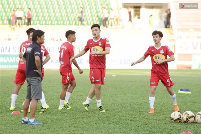 HLV Park Hang Seo đang nghĩ gì khi chứng kiến các trò cưng U23 Việt Nam thua thảm? - Ảnh 1.