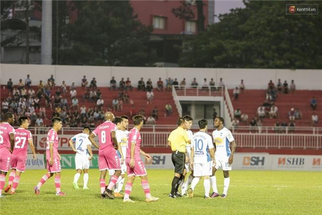 HLV Park Hang Seo đang nghĩ gì khi chứng kiến các trò cưng U23 Việt Nam thua thảm? - Ảnh 2.