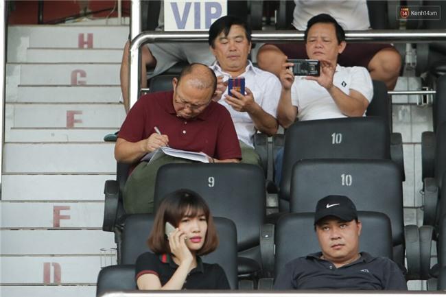 HLV Park Hang Seo đang nghĩ gì khi chứng kiến các trò cưng U23 Việt Nam thua thảm? - Ảnh 3.