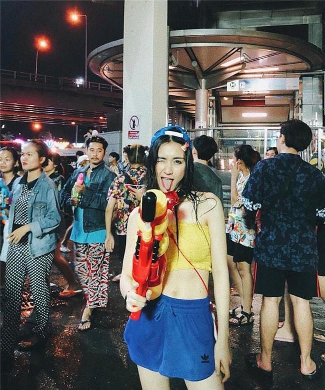 Clip: Trước khi xuống đường bung xoã với hội chị em bạn dì, Hòa Minzy khởi động bằng vũ điệu Thái cực lầy - Ảnh 3.