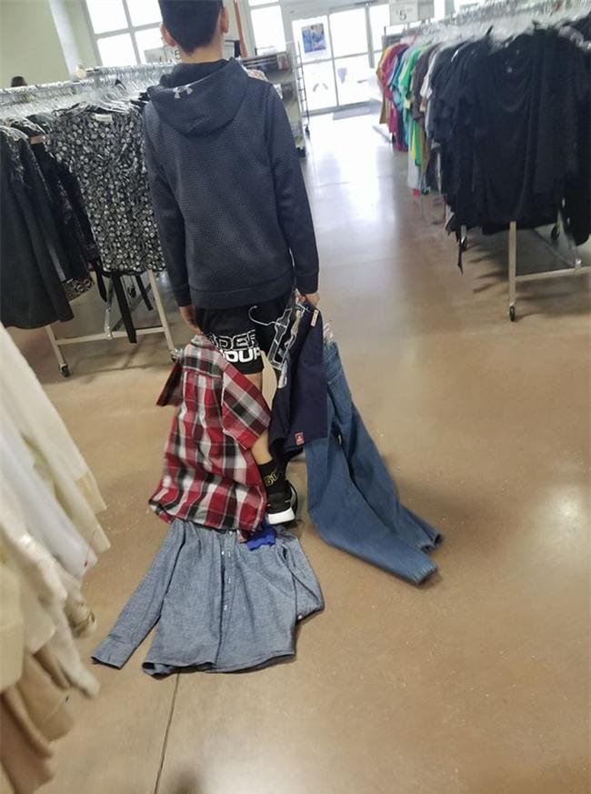 Con trai chê bạn mặc đồ giá rẻ, bà mẹ gây bão mạng khi quyết định dạy con 1 bài học đắt giá - Ảnh 1.