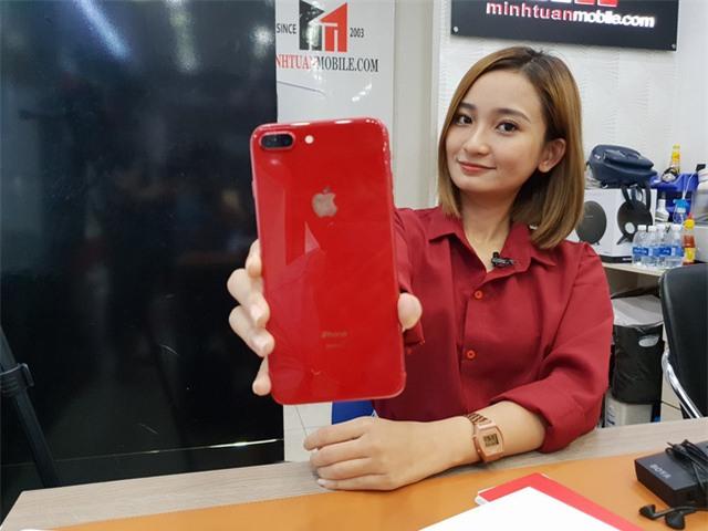 iPhone 8 Plus đầu tiên về Việt Nam có giá lên đến 28 triệu đồng