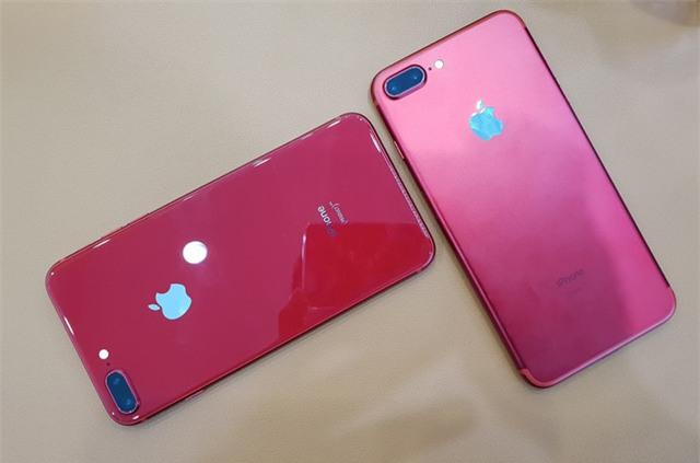 iPhone 8 Plus màu đỏ so sánh cùng iPhone 7 màu đỏ