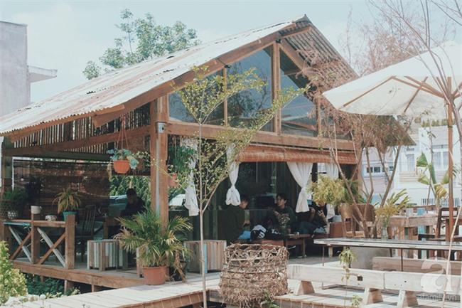 4 quán cafe mới view đẹp, đồ ngon và chụp mãi không hết góc sống ảo ở Đà Lạt - Ảnh 1.