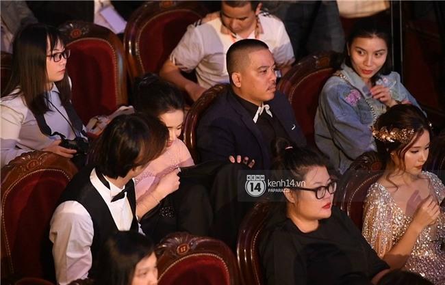 Clip: Nhan Phúc Vinh cởi áo khoác cho Nhã Phương khi ngồi cạnh, cùng nhau đi ăn đến gần 2 giờ sáng - Ảnh 6.