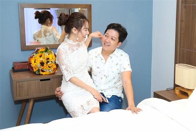 Năm ngoái Trường Giang còn hạnh phúc đón sinh nhật với Nhã Phương ở Phú Quốc, vậy mà năm nay mọi thứ đã thay đổi? - Ảnh 3.