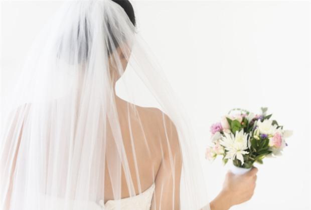 Đêm tân hôn, lần đầu tiên của đời con gái, tôi bẽ bàng nhận ra nhiều thứ - ảnh 1