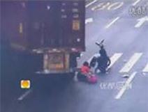 Người phụ nữ thoát chết trong gang tấc