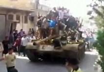 Video: Quân nổi dậy Sirya diễu xe tăng trên đường phố Alepp