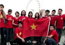 Xúc động sinh viên hát Quốc ca Việt Nam ở London