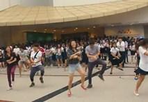 """Sinh viên Thái Lan nhảy flashmob """"Gangnam Style"""""""