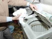 Tã, khăn, giấy vệ sinh: Ổ bệnh tràn ngập thị trường