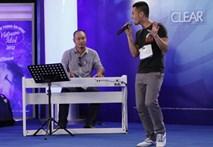 Cười ngất trước phần biểu diễn 'say xỉn' thí sinh Vietnam Idol