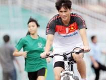 Công Vinh chuẩn bị thi đấu môn... xe đạp?