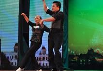 Bà cụ 60 tuổi nhảy Gangnam Style cùng Thanh Bạch