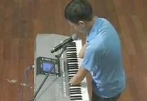 Chàng trai không bàn tay khiến khán giả Got Talent khóc