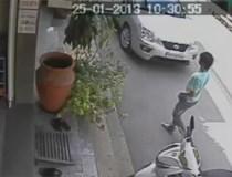 Clip: Lao vào thiếu nữ cướp tiền ngay giữa phố