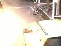 Ô tô nổ tung sau khi bơm xăng