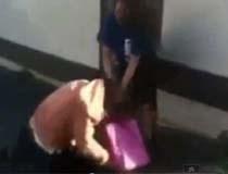 Bị bắt vì hành hạ nữ sinh 12 tuổi
