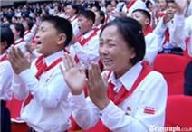 Thiếu nhi khóc nấc khi được gặp mặt Kim Jong Un