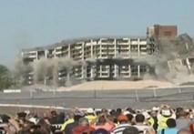 Nhà 11 tầng sụp đổ trong 10 giây