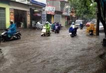 """Video: Hà Nội """"sũng nước"""" trong cơn bão số 5"""