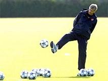 21h00 ngày 17/8, Arsenal - Aston Villa: Ông Wenger sẽ xỏ giày vào sân?