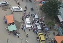 Giành đường, tài xế đánh đấm náo loạn đường phố