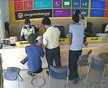 """Clip """"hành"""" người bán hàng để trộm iPhone 5 ở Sài Gòn"""