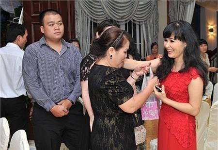 Trang Nhung hiện làm việc trong chính công ty do gia đình cô