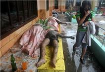 """Video: Siêu bão Haiyan """"quần thảo"""" kinh hoàng"""