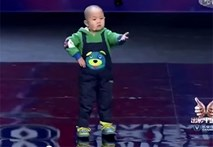 """Video: Bé 3 tuổi khiến cư dân mạng """"điên đảo"""" khi trả lời về """"hạnh phúc"""""""
