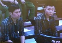 Video:  Hai con chị Huyền thắt khăn tang tới tòa