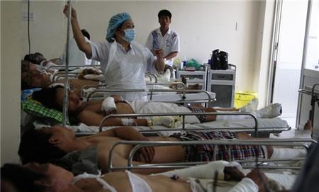 Các công nhân bị bỏng điều trị tại bệnh viện Chợ Rẫy. Ảnh zing
