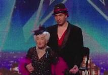 Cụ bà 79 tuổi nhảy Salsa cực đỉnh khiến người xem choáng váng