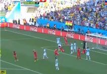 Phút thót tim của Messi và đồng đội