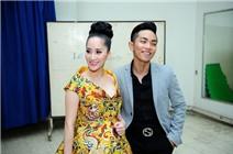 Phan Hiển ngượng ngùng chụp hình cùng Khánh Thi