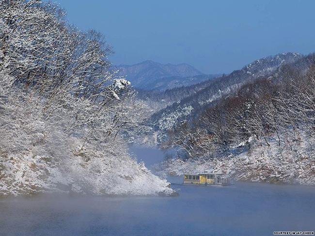 """16. Hồ Soyang: Hồ Soyang có biệt danh là """"biển trên cạn"""", hình thành nhờ đập Soyang."""