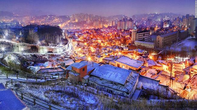 9. Tường thành Seoul Seonggwak: Bức tường đá dài 18,2 km được dựng lên ở Seoul vào thời Joseon để bảo vệ kinh đô của Hàn Quốc.