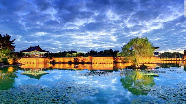 6. Ao Anapji: Được kiến thiết vào năm 674 vào thời nhà Silla, ao nước tuyệt đẹp nằm ở phía bắc tỉnh Gyeongsang này trước kia nằm trong một pháo đài (sau đó pháo đài đã bị phá hủy).