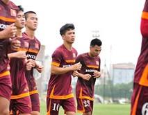 Các tuyển thủ U23 vất vả tập trong buổi đầu tiên