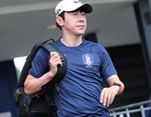 """HLV Miura có màn đối đầu thú vị với """"Mourinho châu Á"""""""