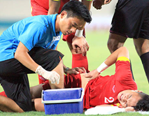 """"""" Ronaldo Việt Nam"""" chấn thương ra sao?"""